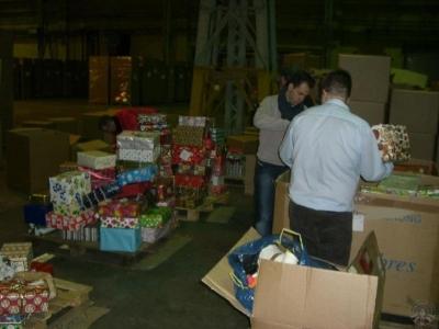 RT90 packt ein: Weihnachtspäckchenkonvoizentrallager